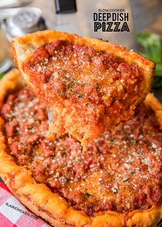 Slow Cooker Deep Dish Pizza - Fresh pizza dough topped with mozzarella, homemade meat sauce and your favorite toppings. SO easy & tastes great! Slow Cooker Recipes, Crockpot Recipes, Cooking Recipes, Skillet Recipes, Meal Recipes, White Pizza Recipes, Italian Recipes, Easy Weeknight Meals, Easy Meals