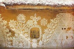 beautiful paintings on an Indian Mud Hut. - Origins of a street art? Mud Hut, Natural Building, Arte Popular, Beautiful Paintings, Indian Art, Wall Murals, Folk Art, Graffiti, Vintage World Maps