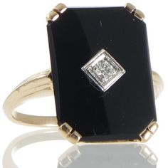 An antique yellow gold ring featuring a rectangular cut cornered polished onyx plaque set with a round diamond in the centre. Art Deco Jewelry, Vintage Jewelry, Fine Jewelry, Unique Jewelry, Antique Engagement Rings, Antique Rings, Onyx Ring, Gold Ring, Nana Ring