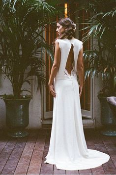 I'm pretty obsessive with French wedding dress designers and here is further proof. Dress by Elise Hameau. Image by Gert Huygaert Wedding Beauty, Boho Wedding, Ivory Wedding, Dream Wedding, Wedding Rings, Wedding Bride, Backless Wedding, Wedding Blog, Wedding Ceremony