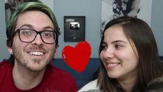 Namore alguém que te olhe como a @alinedahmer me olha! Feliz Dia dos Namorados! E pra comemorar tem vídeo novo lá no canal sobre o PIOR PRIMEIRO BEIJO DO MUNDO :D