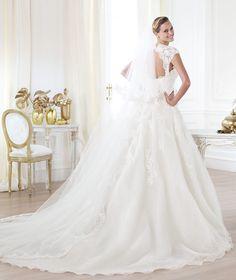 Pronovias presents the Leozza wedding dress. Glamour 2014. | Pronovias