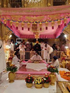 ੴ ਵਾਹਿਗੁਰੂ ਜੀ ਕਾ ਖਾਲਸਾ ਵਾਹਿਗੁਰੂ ਜੀ ਕੀ ਫਤਿਹ ੴ 🕴admin🕴 __ __👇💖👇Our pages👇💖👇 🌹🌹🌹🌹🌹🌹🌹🌹🌹🌹🌹🌹🌹🌹🌹 Harmandir Sahib, Sri Guru Granth Sahib, Golden Temple Amritsar, Sikh Bride, Punjabi Couple, 24 September, Inspirational Prayers, Punjabi Wedding, H Style