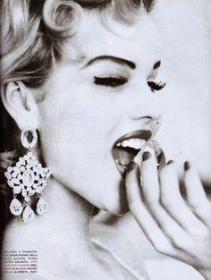 ☆ Eva Herzigova | Photography by Ellen von Unwerth | For Vogue Magazine Italy | February 1992 ☆ #Eva_Herzigova #Ellen_von_Unwerth #Vogue #1992