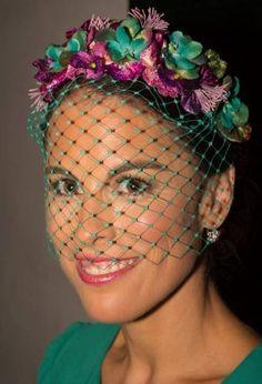 Cute little headpiece Sombreros Fascinator, Fascinators, Headpieces, Millinery Hats, Moda Casual, Fancy Hats, Wedding Hats, Love Hat, Derby Hats