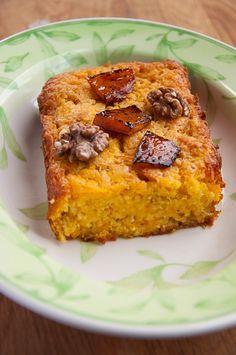 Для небольшого пирога: 100 граммов масла , 50 граммов коричневого тростникового сахара (в зависимости от того, насколько сладкая тыква), 120 граммов муки , 100…