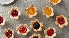 How to Make Mini Cream Cheese-Jam Flower Tarts Video Birthday Brunch, Brunch Party, Easter Brunch, Brunch Food, Birthday Parties, Brunch Cake, Brunch Menu, Grad Parties, Tart Recipes