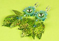 Ohrringe für die Farbaktion im Juni  •○• JuniWelle •○•  Ohrringe in grün, blau und türkis. Hier wurden grüne Glasschliffsteine reich umfädelt, ...