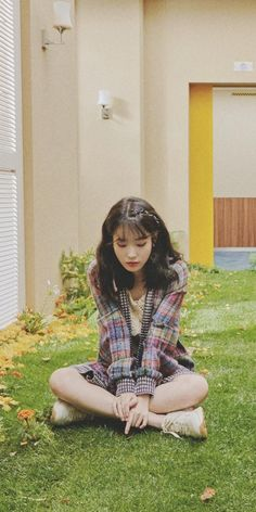 Look how cute she's❤️❤️❤️❤️❤️❤️❤️❤️ Iu Fashion, Korean Fashion, Iu Twitter, K Wallpaper, Korean Actresses, Girl Crushes, Ulzzang Girl, Korean Singer, Korean Girl