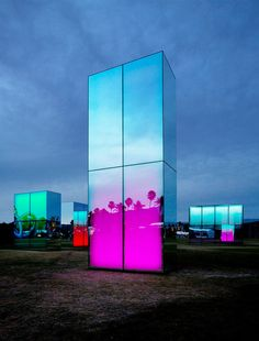 installazioni luminose di phillip K. smith III