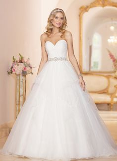 Ball-Gown Strapless Sweetheart Court Train Beading Organza Covered Button Strapless Sleeveless Church Hall Garden / Outdoor No Winter Spring Summer Fall Ivory White Wedding Dress