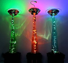 These UFO Abduction Lamps made by Jason Dietz sport some nifty tractor beam effects. Using a mix of glass, 38 litres of water and an air pump, cows fl...
