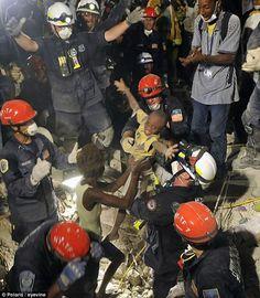 http://buzzly.fr/47-photos-puissantes-qui-rendent-hommage-a-ces-gens-qui-risquent-leur-vie-pour-sauver-celle-des-autres-47-page2.html