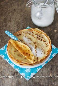 Crêpes sans œufs : 250g de farine, 1/2 litre de lait, deux cuillères à soupe d'huile et une pincée de sel