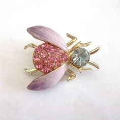 VINTAGE 50 S LILAC PURPLE ENAMEL PINK GLASS CRYSTAL FLY BUG INSECT BROOCH