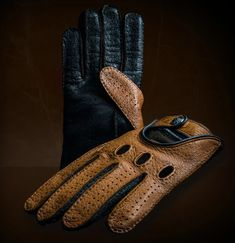 Driver's Essentials From OPINARI: Handmade Driving Gloves in Premium Quality. #drivinggloves #Drivetastefully #lamborghini #opinari #classicstyle #drivebetter #driveinstyle #madeinitaly #handcrafted #leathergoods #oldnewsclub #porsche #carreragt #fiat #getoutanddrive Retro Motorcycle, Motorcycle Gloves, Driving Gloves, Car Colors, Leather Box, Make A Case, Blue Brown, Dark Blue, Car And Driver