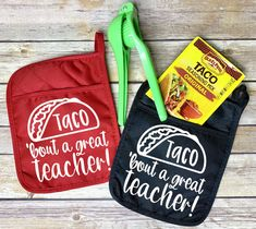 Taco Bout a Great Teacher Pot Holder Set, Gift for Male Teacher, Teacher Gift, Teacher Appreciation, One Smart Cookie by ShelbysShowroom on Etsy Male Teacher Gifts, Teacher Treats, Teacher Christmas Gifts, Teacher Appreciation Gifts, Employee Appreciation, Diy Gifts For Teachers, Teacher Presents, Christmas Boxes, Christmas Vinyl