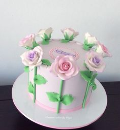 Roses for mom – Cake by Couture cakes by Olga - Birthday Cake Flower Ideen Barbie Doll Birthday Cake, Baby Birthday Cakes, Fondant Cakes, Cupcake Cakes, Cupcakes, Wedding Cake Boards, Rodjendanske Torte, Birthday Cake Writing, Mom Cake