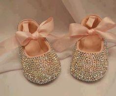 Love love these! Leighton so needs them!