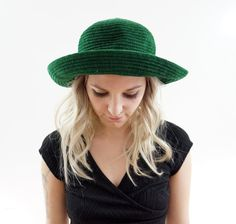 Early 90s Emerald Green Blossom Hat by ACTUALTEEN on Etsy