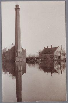 Watersnood 1916. fotograaf: Schotsman, K. (Edam) Het gemaal bij De Poel aan de Gouwzee tijdens de overstroming.
