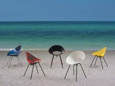 #chairsonthebeach #colorfulinteriors #steelframe #shellchair #funnychair #designonthebeach