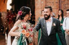 Terno cinza para os noivos: como usar? Crown, Fashion, Gray Suits, Invisible Socks, Night Parties, Harris Tweed, Fun Socks, Suits, Moda