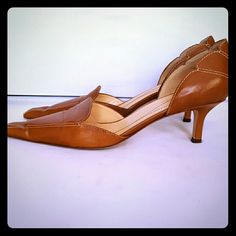 "Kate Spade New York Brown Leather Kitten Heels Nice brown leather uppers with contrasting topstitching, a pointed toe and a 2.5"" heel. There is some creasing across the toe and some minor surface scratches. Good pre owned condition. Karen Scott Shoes Heels"