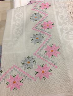 Phulkari Embroidery, Hardanger Embroidery, Embroidery Stitches, Hand Embroidery, Cross Stitch Borders, Cross Stitch Designs, Crochet Bedspread, Swedish Weaving, Bargello