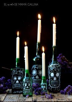 El nido de mamá gallina: BOTELLAS DECORADAS PARA HALLOWEEN (COMO DIBUJAR UNA CALVERA MEXICANA PASO A PASO) Adult Halloween Party, Halloween 2019, Fall Halloween, Halloween Crafts, Halloween Decorations, Day Of The Dead Diy, Mexico Day Of The Dead, Day Of The Dead Party, Bottle Art