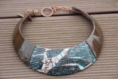 Collier Plastron ethnique artisanal en pate polymère (fimo) , imitation bois ébène et pierre turquoise : Collier par perlicotiperlicoton