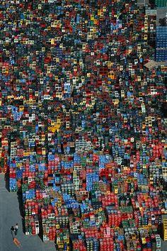 YannArthusBertrand2.org - Fond d écran gratuit à télécharger || Download free wallpaper - Casiers de bouteilles près de Braunschweig, Allemagne (52°19' N – 10°31' E).