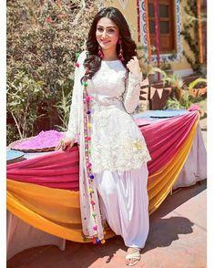 Shalwars Stylish Dresses For Girls, Stylish Dress Designs, Designs For Dresses, Simple Dresses, Amazing Dresses, Casual Indian Fashion, Indian Fashion Dresses, Pakistani Dresses Casual, Pakistani Dress Design