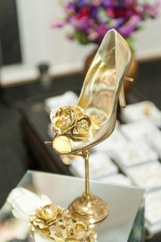 New Wedding Shoes Designer Beautiful Dresses 35 Ideas Gold Wedding Theme, Wedding Blog, Floral Wedding, Wedding Ideas, Wedding Inspiration, Style Inspiration, Fashion Week 2015, Bridal Fashion Week, Bridal Hair Accesories