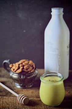 A healthy refreshing yogurt drink: Saffron and almond filmjolk.