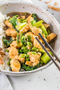 This Chinese Garlic Chicken is quick and easy with tender chicken breast pieces smothered in a thick glossy savoury garlic sauce with a hint of sweetness and a little bit of zing. It's a healthier version of a dish many know and love. Chinese Garlic Chicken, Fried Shallots, Garlic Sauce, Chicken And Vegetables, Clean Eating Recipes, Curry, Paleo, Dishes, Cooking