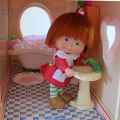 Bathroom Sink for Strawberry Shortcake by BrownEyedRose