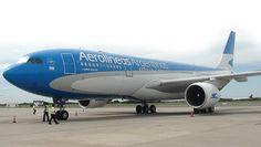 El personal de Aerolíneas Argentinas y una médica salvaron a un bebé: El vuelo 1457 con destino Buenos Aires tuvo que ser desviado a…