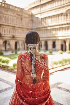 51 Most Beautiful Indian Bridal Makeup Looks and Clothing Ideas - Dulhan Images - AwesomeLifestyleFashion Indian Bridal Hairstyles, Indian Bridal Outfits, Indian Dresses, Bridal Dresses, Wedding Hairstyles, Indian Hair Accessories, Braid Accessories, Look Fashion, Indian Fashion