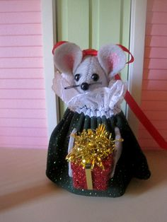 Christmas Lady Mouse by atticmouse on Etsy, $15.00