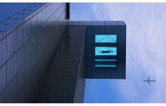 24th floor pool overhangs street holiday inn shanghai china