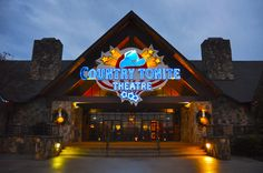 Have an affordable Smoky Mountain vacation while still having fun! Timber Tops Cabin Rentals shares the best cheap and free things to do in Gatlinburg and Pigeon Forge. Sevierville Tennessee, Gatlinburg Tn, Romantic Things To Do, Free Things To Do, Fun Things, Smoky Mountain Christmas, Pigeon Forge Attractions, Smoky Mountains Tennessee, Pigeon Forge Tennessee