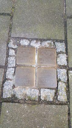 A verdadeira casa de Anne Frank, Amesterdão | Viaje Comigo Stepping Stones, Sidewalk, Outdoor Decor, Home Decor, Anne Frank House, Traveling, Holland, Houses, Stair Risers