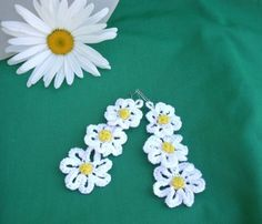 Chamomile crochet earrings patterns. I like the flowers, even if I'm not wild about them as earrings.