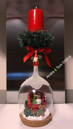 Gingerbread Christmas Decor, Christmas Candle Decorations, Christmas Crafts For Gifts, Christmas Art, Christmas Projects, Christmas Tree Ornaments, Christmas Wine Glasses, Wine Glass Crafts, Bottle