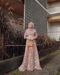 Model Dress brukat untuk lebaran 2020 – ND Muslimah Wedding Dress, Floral Prom Dresses, Muslim Wedding Dresses, Bridal Dresses, Kebaya Hijab, Kebaya Muslim, Muslim Dress, Dress Brukat, Hijab Dress Party