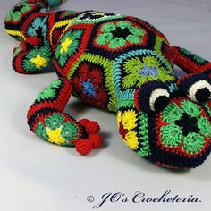 New crochet pattern out for sail. Gaudí the salamander of african flowers…