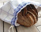 Sac à pain dans un torchon blanc bleu : Cuisine et service de table par lefildesoi