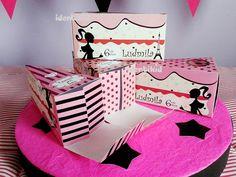 BARBIE Paris-Glamour- torta souvenir, de cajas en forma de porción de torta, para rellenarla con golosinas o lo que imagines. Sorprendé a tus invitados con este original recuerdo de tu fiesta!www.facebook.com/identikid tuidentikid@yahoo.com.ar
