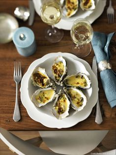 Miam, des huîtres tièdes au champagne... Rien de mieux pour un dîner de fête !